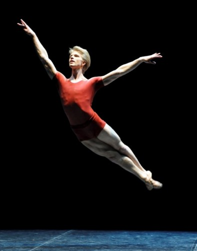 Marijn-Rademaker-in-Forsythes-The-Vertiginous-Thrill-of-Exactitude-photo-by-Stuttgart-Ballet-394x500.jpeg