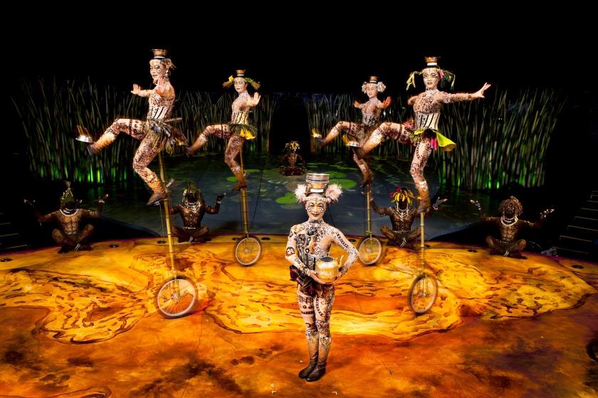 Cirque_du_Soleil_8_Credit_OSA_Images_Costumes_Kym_Barrett_©2010_Cirque_du_Soleil_Inc..jpg